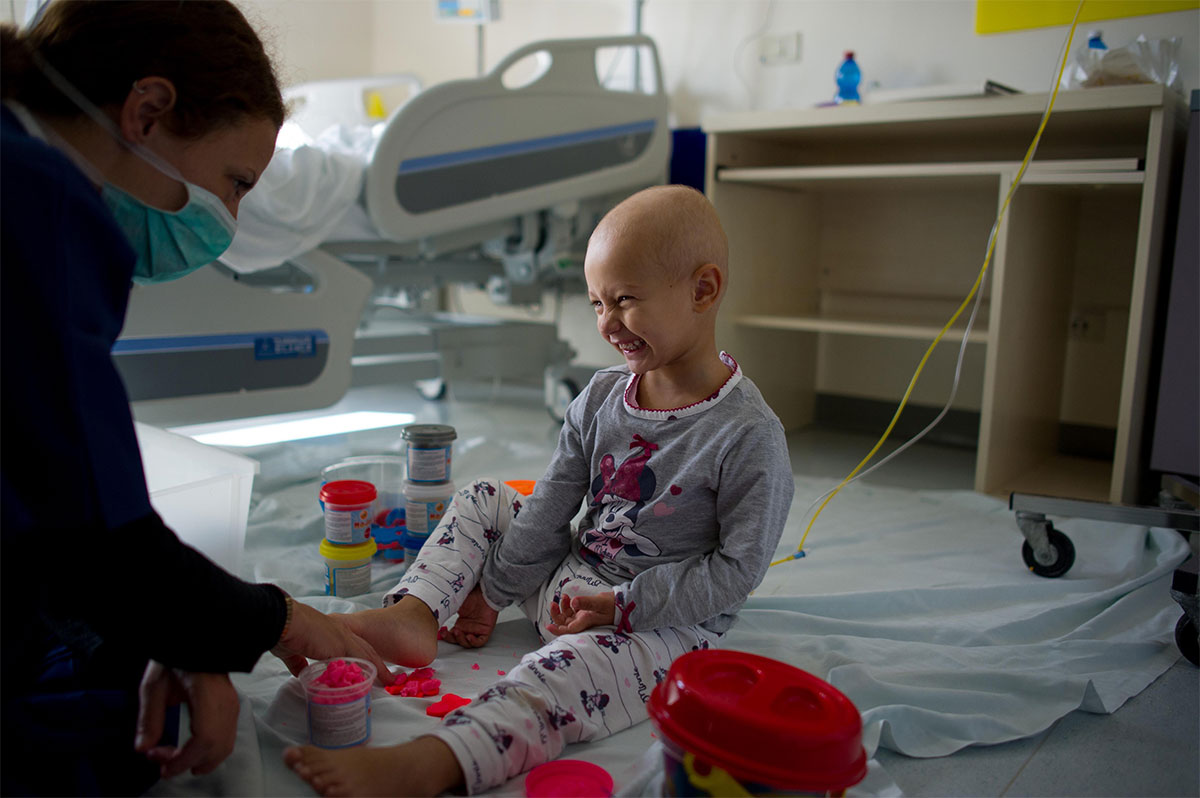 Reportage on the life of the little child's oncology hospital of Perugia.