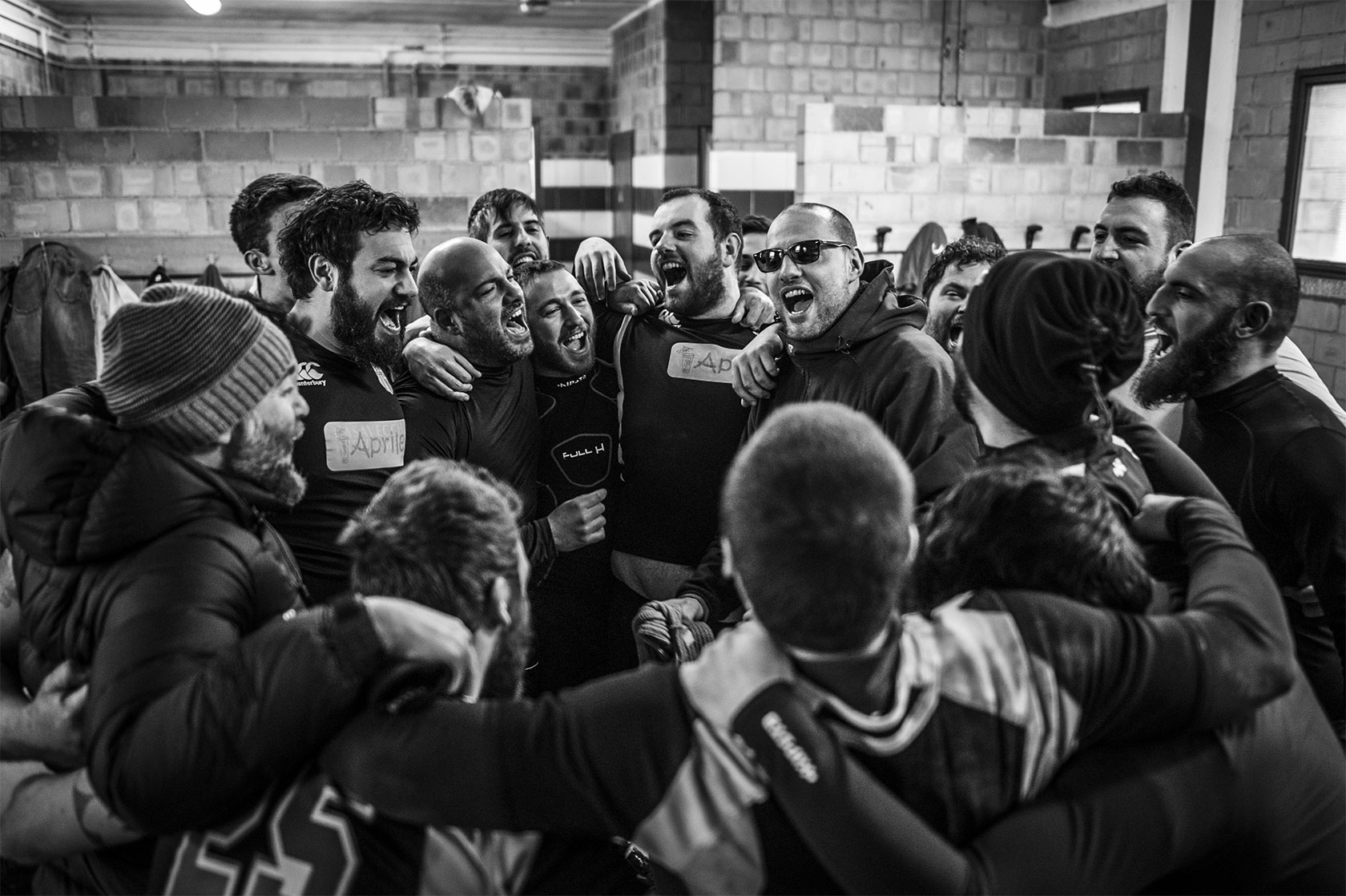 Reportage on rugby, everyday of rugby players, their training, the matches and the third time. Alessio Vissani